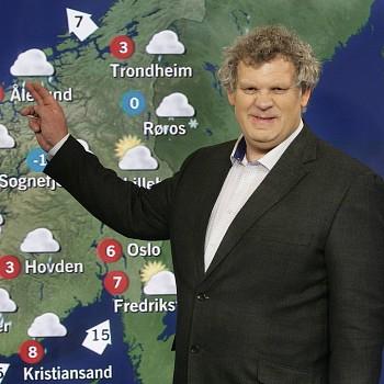 Statsmeteorolog Kristen Gislefoss melder været for NRK. Værmeldinger er basert på kompliserte matematiske modeller og sammenhenger. Foto: www.yr.no